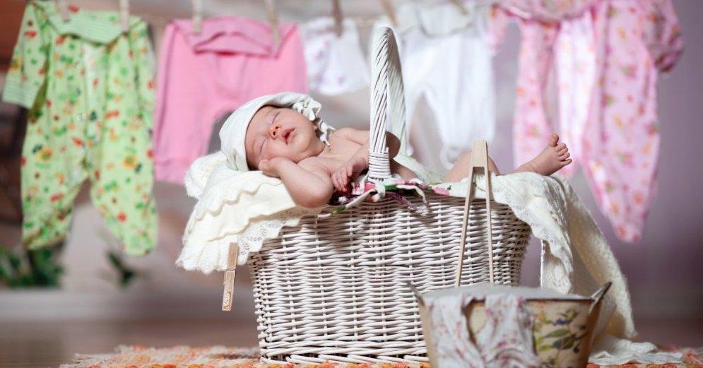Как и чем стирать детские вещи новорожденных