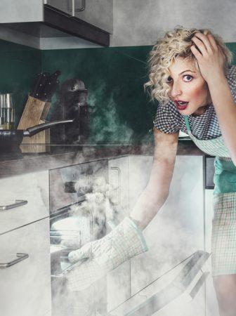 Как можно избавиться от запаха гари в микроволновке