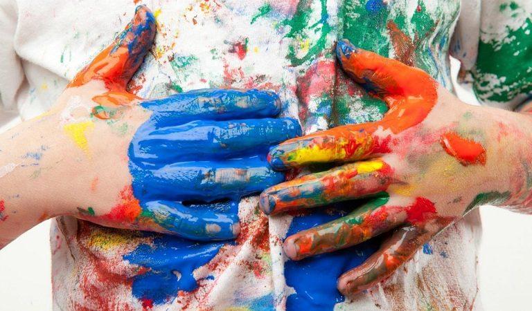 Чем отстирать акриловую краску с одежды в домашних условиях